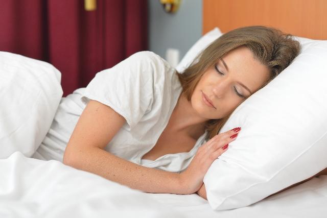 寝 てる 時 よだれ が 垂れる 睡眠中のよだれが恥ずかしい!唾液が出る原因と改善方法とは