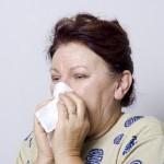 鼻をかむと耳が痛い原因とは?鼓膜に負担がかかっている!?